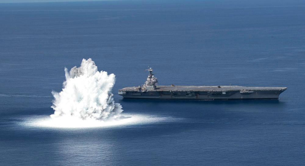 """美军新型航母进行""""冲击试验"""""""